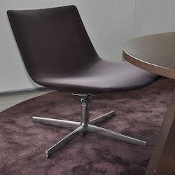 Komplette Lounge-Gruppe, Arper Catifa 60 mit Tisch und Teppich