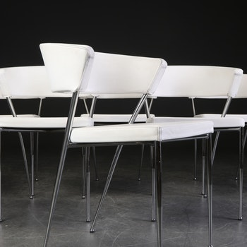 5 x konferenzstühle aus weißem Leder mit Stahlbeinen