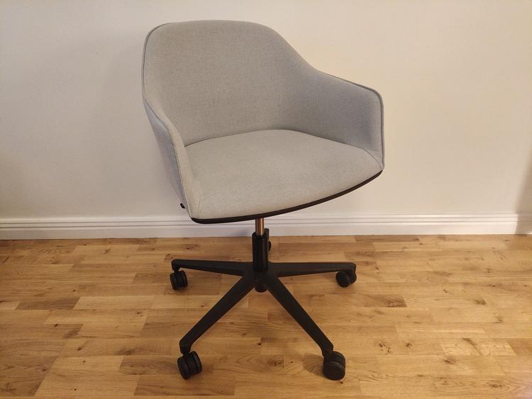 Konferenzstuhl, Vitra Softshell Chair mit Rollen - Design Bouroullec