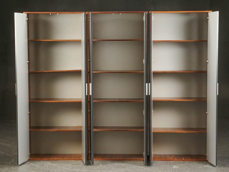 Kabinett, nussbaum schrank mit Aluminiumtüren