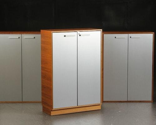 Kabinett, nussbaumschrank mit Aluminiumtüren - 119 cm