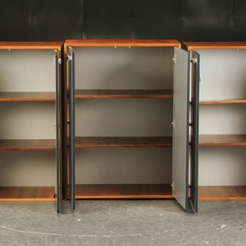 Kabinett, nussbaum schrank mit Aluminiumtüren - 119 cm