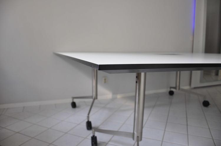 Konferenztisch / Projekttisch mit Rollen, Paustian Spinal Table - 210 x 200 cm