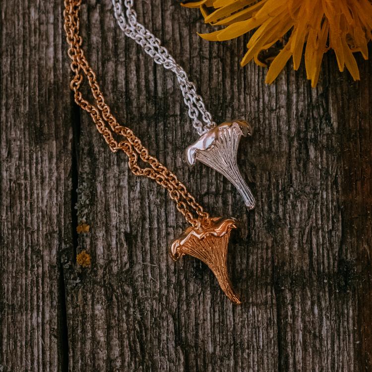 Kantarell halsband guld