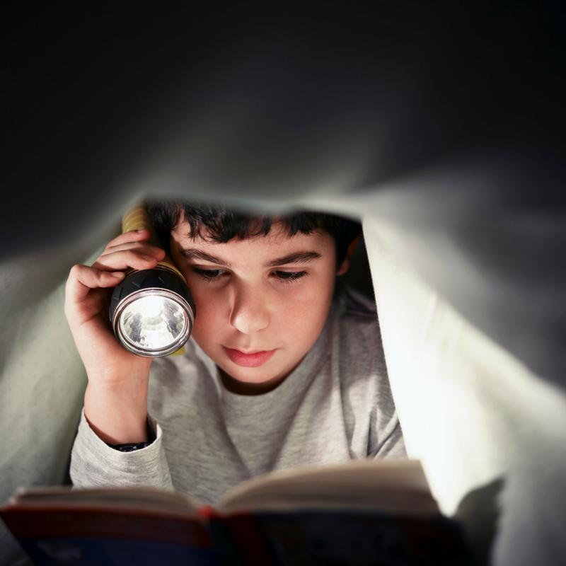 Barn och ficklampor – en bra kombination för lek och kul!