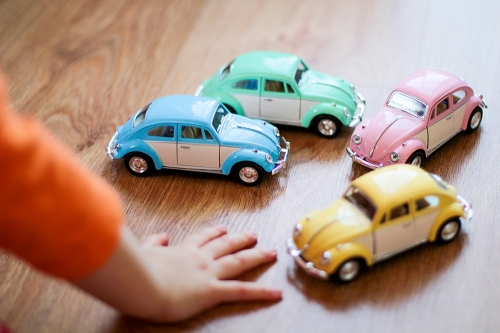 Leksaksbil stor Volkswagen pastell classic gul