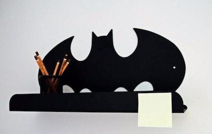 Hylla i metall till barnrummet, Batman