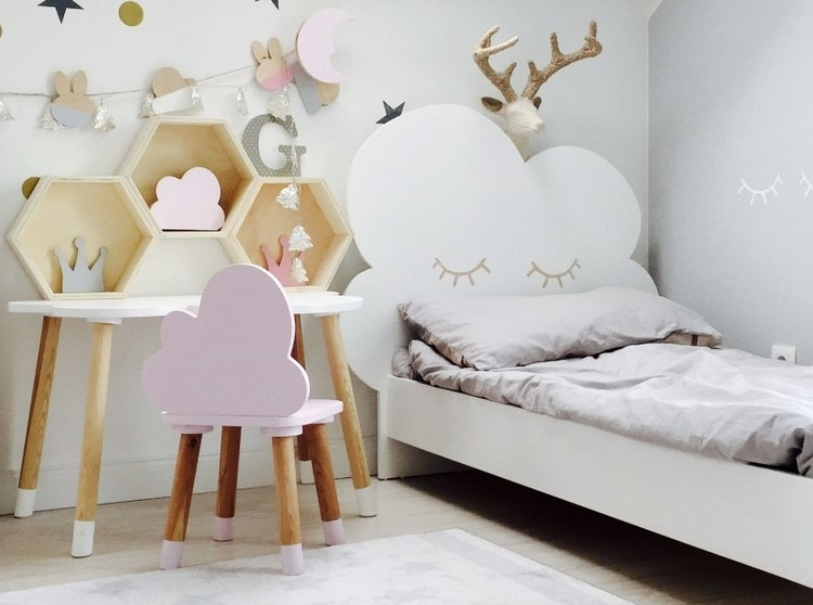 Molnsäng, juniornsäng  70 x 160 cm Säng med sängavel till barnrummet
