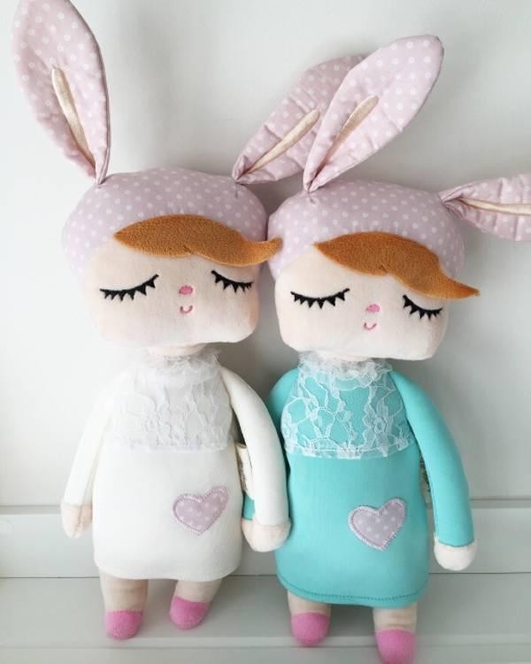 Vit kanindocka vit och mint kanindocka