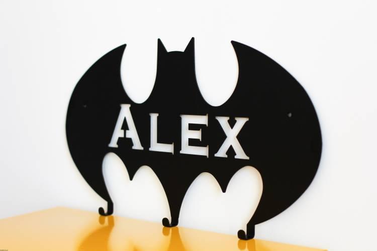 Personlig vägghängare i metall till barnrummet, batman med namn Personlig vägghängare i metall till barnrummet, batman med namn