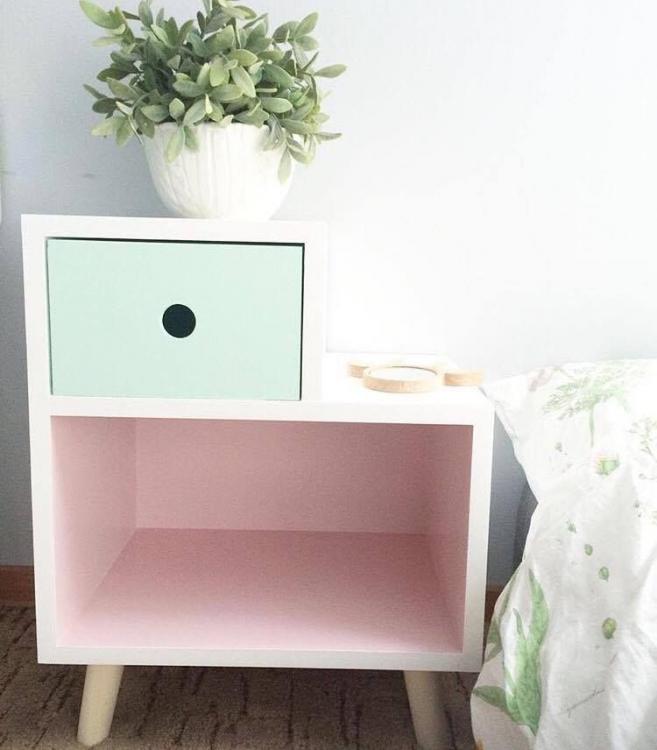 Sängbord till barnrummet - Kameleont Rosa sängbord till barnrummet