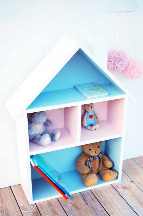 Dockhus, hushylla dockhus hylla blå och rosa