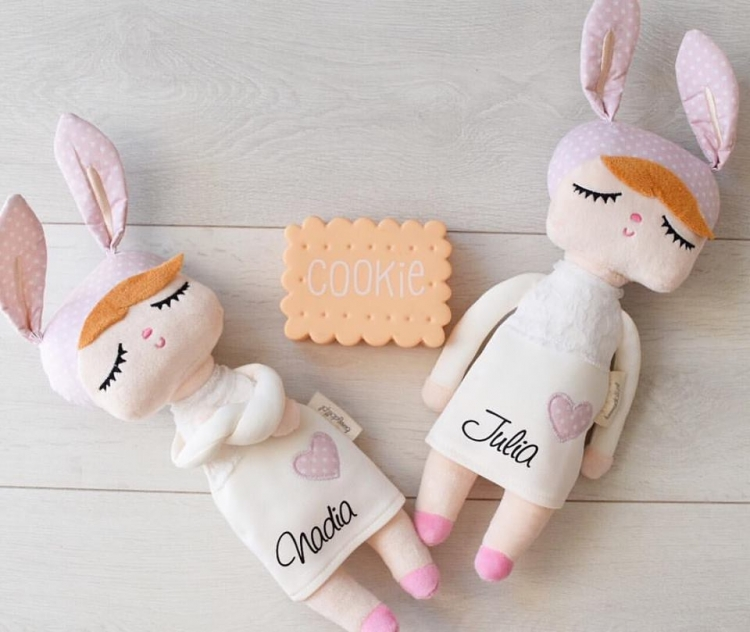 Vit kanindocka vit kanindockor med barnetsnamn