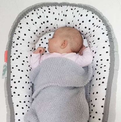 Babynest - Done by Deer Cozy nest grå Happy dots