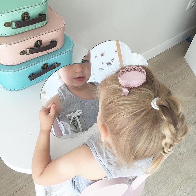 Molnspegel till barnrummet Spegel moln till barnrum