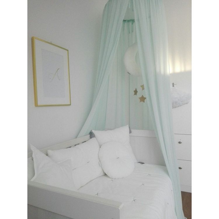 Mint sänghimmel till barnrummet med ljusslinga , Cotton & Sweets Mint sänghimmel över spjälsäng