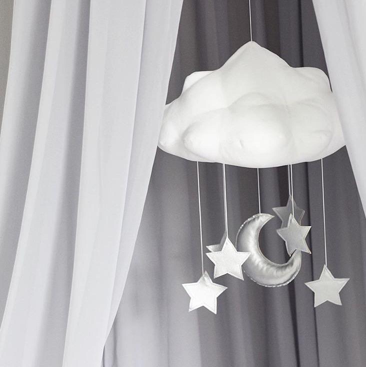 Sängmobil vit moln med silver stjärnor - Cotton & Sweets