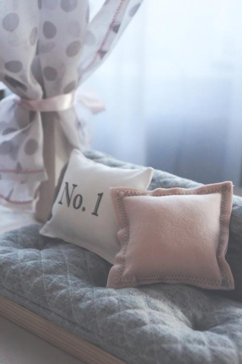 Exklusivt scandihouse dockhus sängkläder till dockhuset