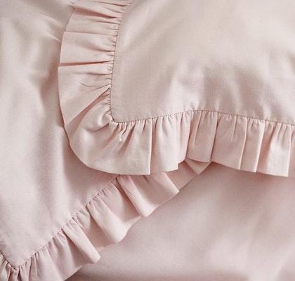 Ljusrosa bäddset spjälsäng med kudde och täcke med volang, Cotton & Sweets