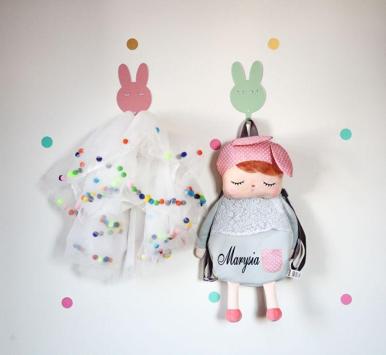 Vägghängare i metall till barnrummet, mint kanin