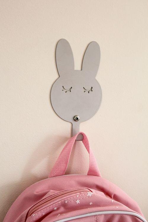 Vägghängare i metall till barnrummet, grå kanin Vägghängare i metall till barnrummet, grå kanin