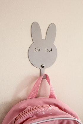 Vägghängare i metall till barnrummet, grå kanin