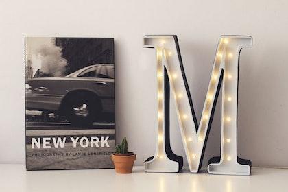 Nattlampa till barnrummet bokstav M - lampa, Little Lights