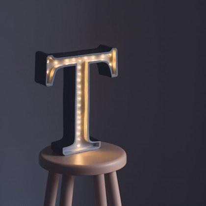 Nattlampa till barnrummet bokstav T - lampa, Little Lights