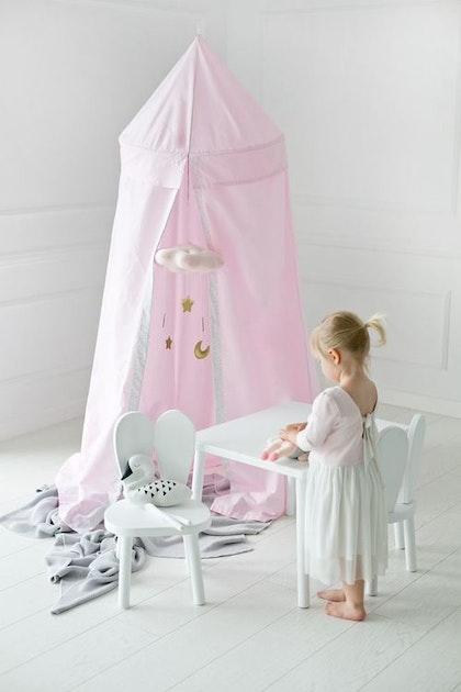 Rosa sänghimmel med ljusslinga (20 ljuskällor),  Little Nomad