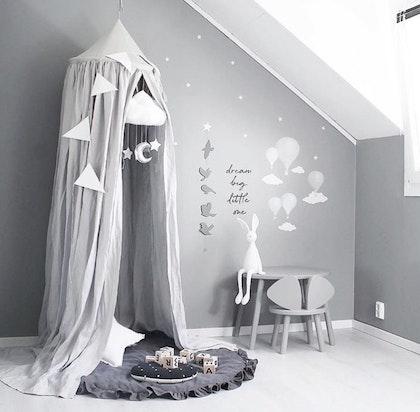 Grå sänghimmel av linne till barnrummet med ljusslinga (20 ljuskällor), Cotton&Sweets