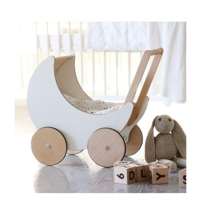 Dockvagn i trä, Ooh Noo vit dockvagn i trä