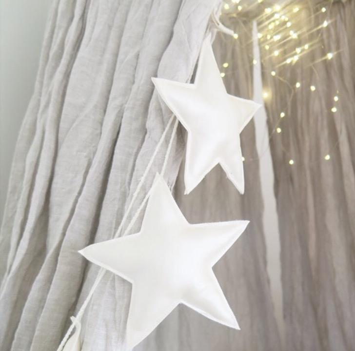 Blå sänghimmel av linne till barnrummet med ljusslinga (20 ljuskällor), Cotton&Sweets