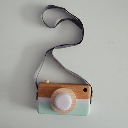 Leksakskamera av trä, powder pink + mint