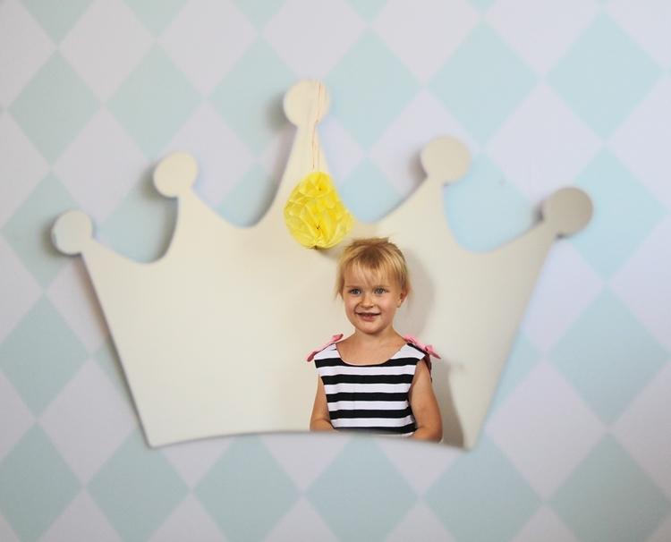 Spegel till barnrummet stor silver prinsesskrona Spegel till barnrummet stor silver prinsesskrona