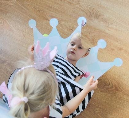 Spegel stor silver prinsesskrona till barnrummet