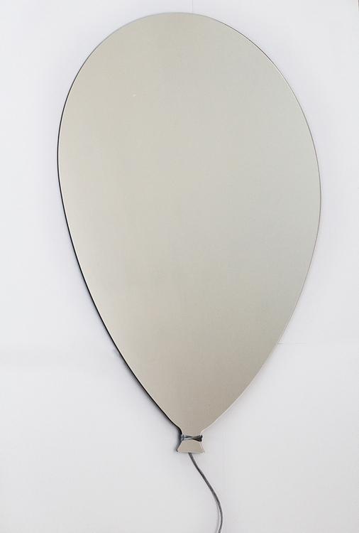 Spegel ballong till barnrummet En spegel till barnrummet i form av en ballong
