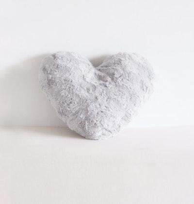 Kudde, lyxigt grå plyschhjärta, Fayne
