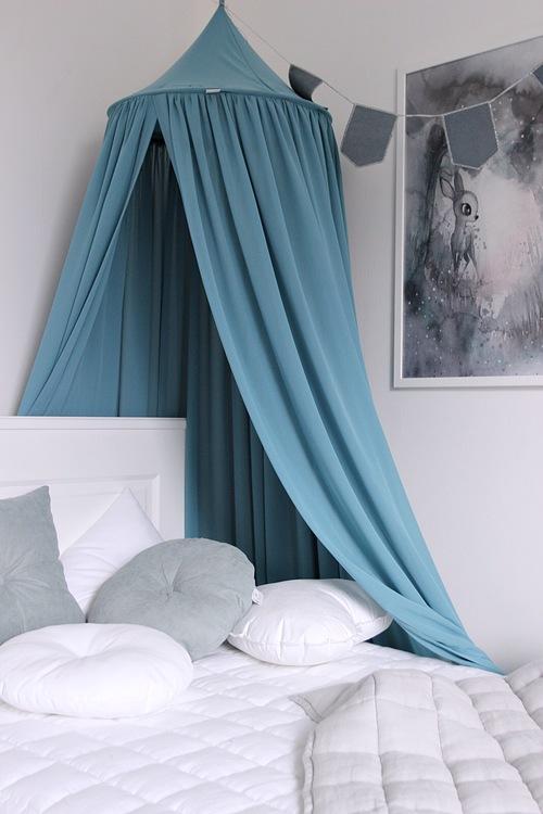 Blå sänghimmel laguna till barnrummet med ljusslinga , Cotton & Sweets