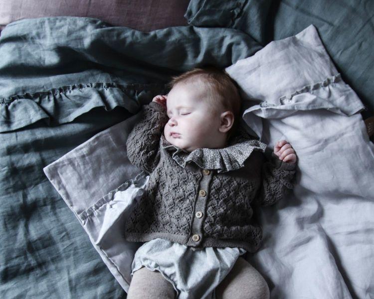 Ng Baby Påslakan av linne med VOLANG, Ljusgrå