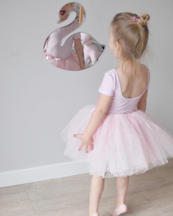 Spegel svan till barnrummet Spegel svan till barnrummet