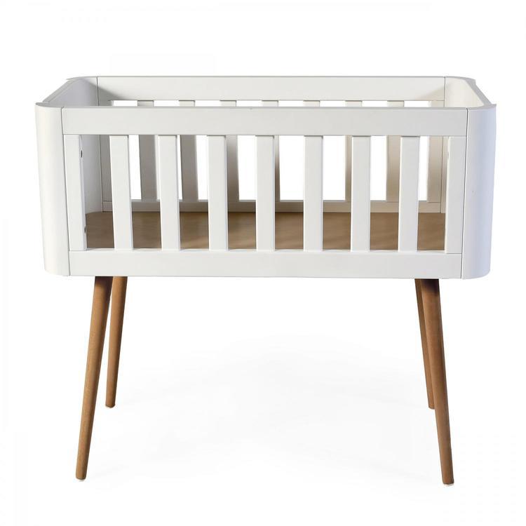 Troll babysäng, retro crib i vitt och trä Troll babysäng, retro crib i vitt och trä