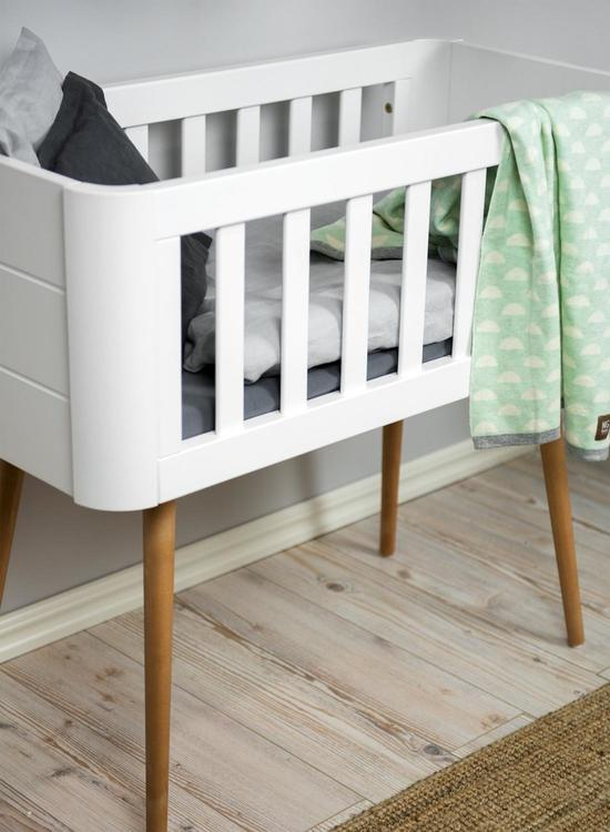 Troll babysäng, retro crib i vitt och trä modern babysäng
