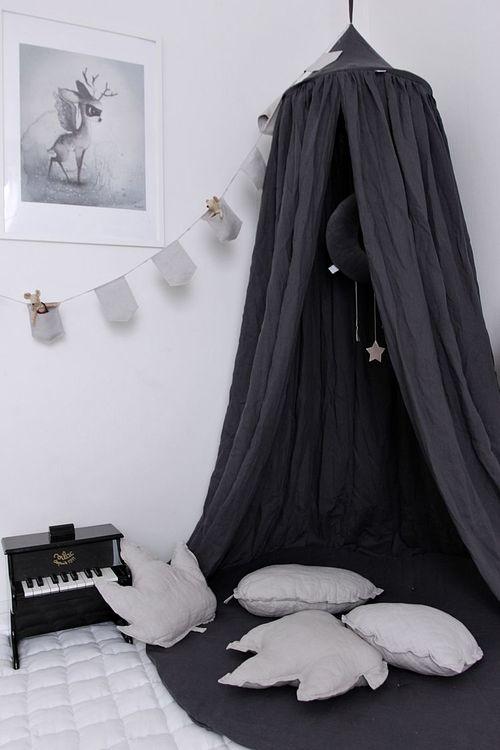 Grafit sänghimmel av linne till barnrummet med ljusslinga, Cotton&Sweets