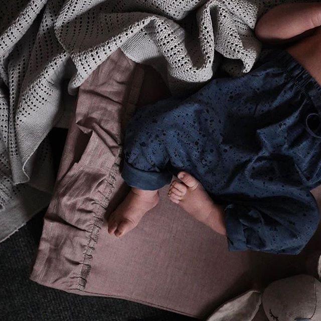 NG Baby Linneskötbädd med volang , Dusty Pink