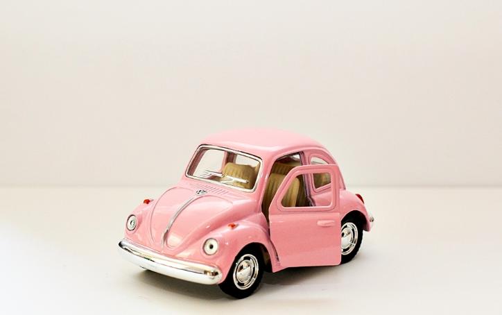 Leksaksbil stor Volkswagen pastell beetle rosa