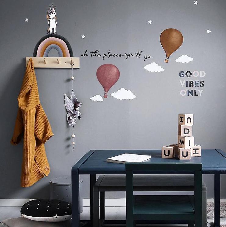 Mörkguldiga Luftballonger väggklistermärken, Stickstay