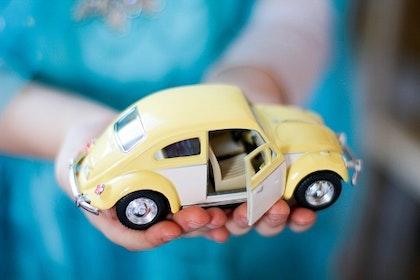 Leksaksbil stor Volkswagen pastell classic guld