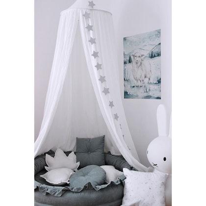 Vit sänghimmel till barnrummet med ljusslinga, Cotton & Sweets