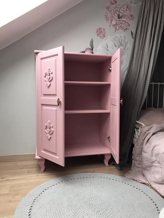 Byrå till barnrummet, Charlotte rosa skåp
