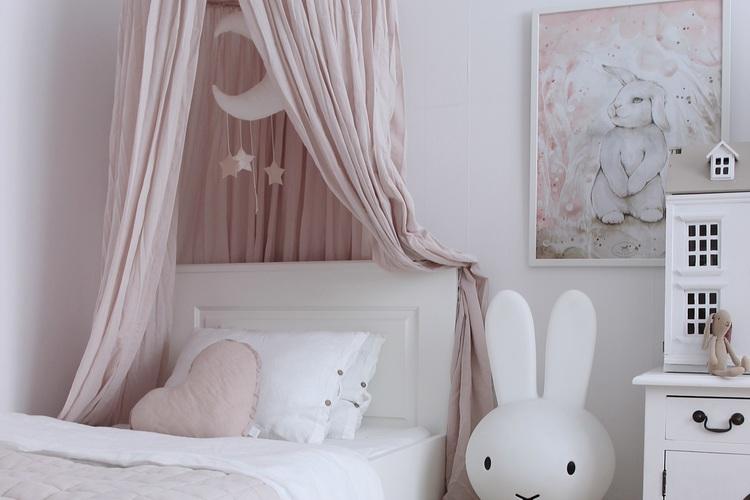 Puderrosa  sänghimmel i bomull till barnrummet  , Cotton & Sweets